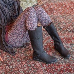Edgy & Stylish Teva Waterproof Leather Boots